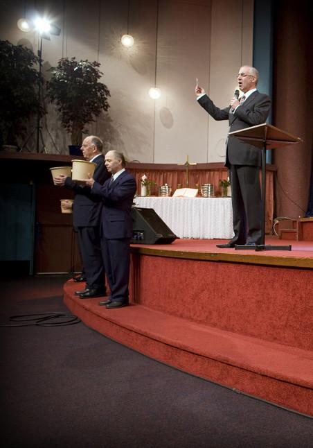 Kerkdienst bij het Capitol Evangelie Centrum van David Maasbach in Den Haag eind 2008. Foto: Phil Nijhuis