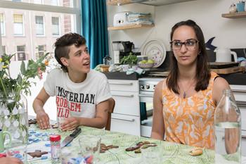 Jonah Lamers (links) en Dilara Gül. Foto: Marijn Kuijper (voor De Correspondent)