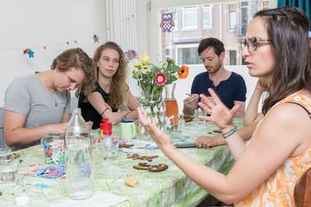 V.l.n.r. Lienne Boomsma, Inge Kuik, Casper Vuurmans en Dirlara Gül. Foto: Marijn Kuijper (voor De Correspondent)