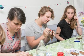 V.l.n.r. Annette, Lienne Boomsma en Inge Kuik. Foto: Marijn Kuijper (voor De Correspondent)