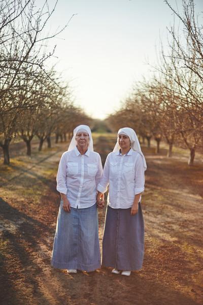Uit de serie Sisters of the Valley door Shaugh and John