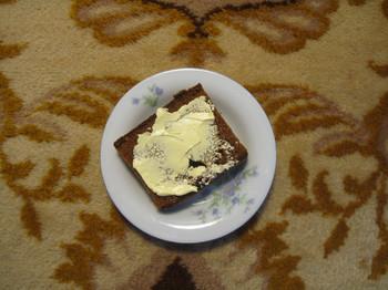 Ontbijtkoek met boter. Foto: Peter Hermanides