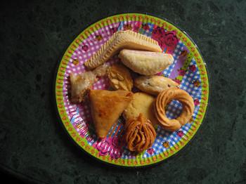 Verschillende soorten koekjes gemaakt voor het Suikerfeest. Foto: Peter Hermanides