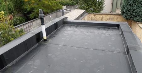 Nieuwe en beter geïsoleerde daken onder handen genomen door het project 'Dampoort knapT OP!'. Foto's: OCMW Gent