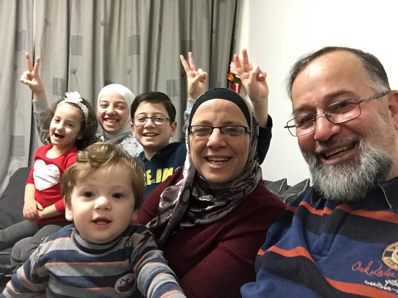 Hanaa en Khaled Subeh, met hun vier kinderen: Salam (14), Hosam (11), Mariam (4) en Homam (1).