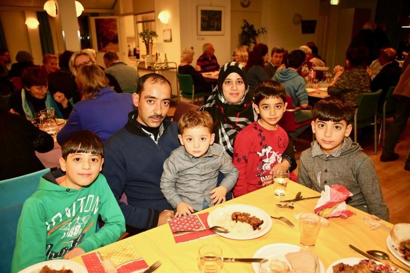 Badreddin Alali met zijn vrouw en vier kinderen