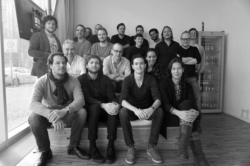 Alle aanwezigen bij het overleg op het kantoor van ZEIT ONLINE in Berlijn.