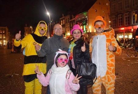 Hoseb (links) en zijn familie vieren carnaval. Foto: Hoseb Assadour