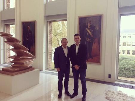 Hoseb samen met voormalige Tweede Kamerlid Ger Koopmans. Foto: Hoseb Assadour