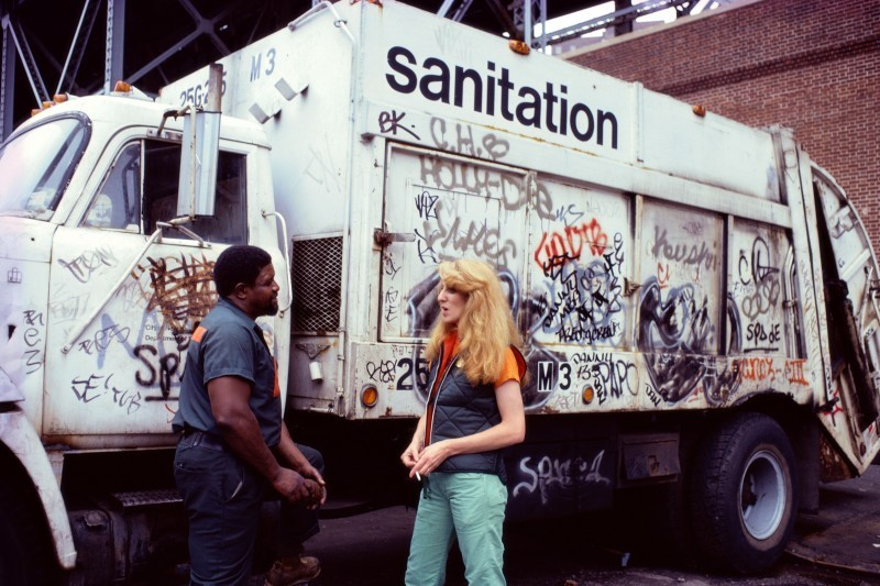 Mierle Laderman Ukeles, Touch Sanitation Performance, 1979-1980. Citywide performance with 8,500 Sanitation workers across all 59New York City Sanitation districts. Courtesy of Ronald Feldman Fine Arts, foto: Robin Holland.