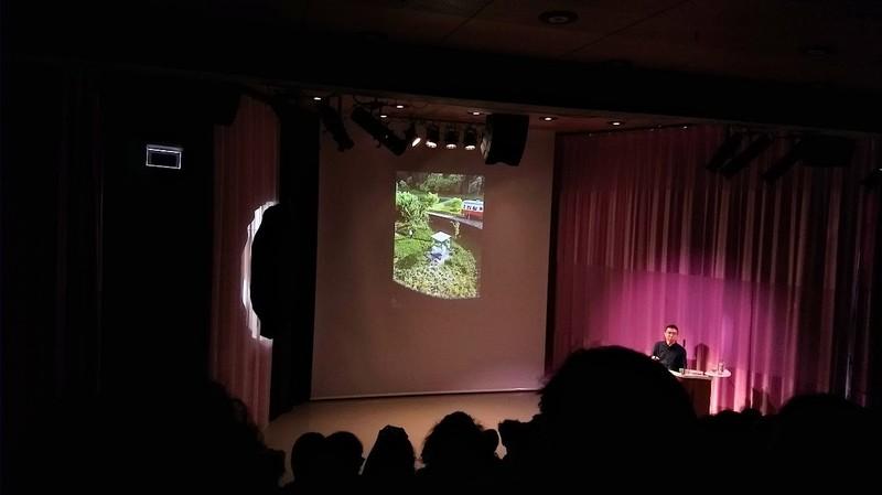 Sou Fujimoto en zijn glazen tuin-wc, zondag in Het Nieuwe Instituut in Rotterdam.