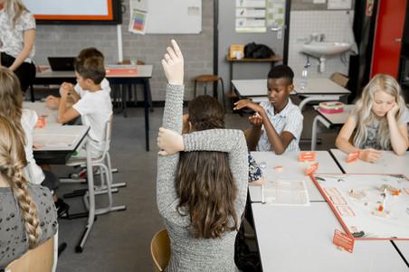 Tijdens de les burgerschap in groep 7 van basisschool De Winde in Nootdorp. Foto's: Peter de Krom (voor De Correspondent)