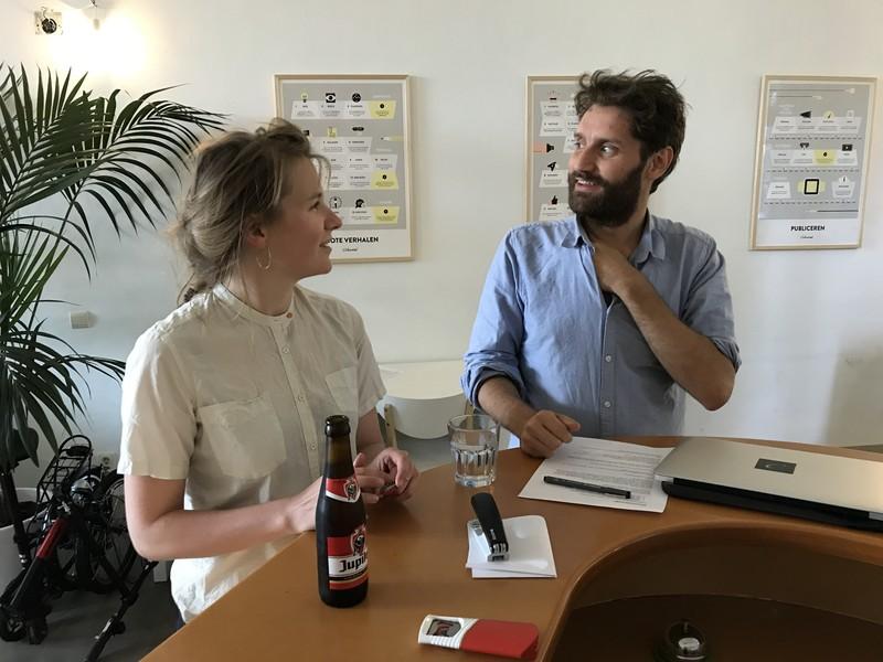 Rebekka de Wit en Freek Vielen op de redactie.