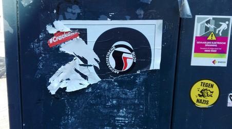 Antifa laat haar sporen na in Enschede (foto Mick van Biezen).
