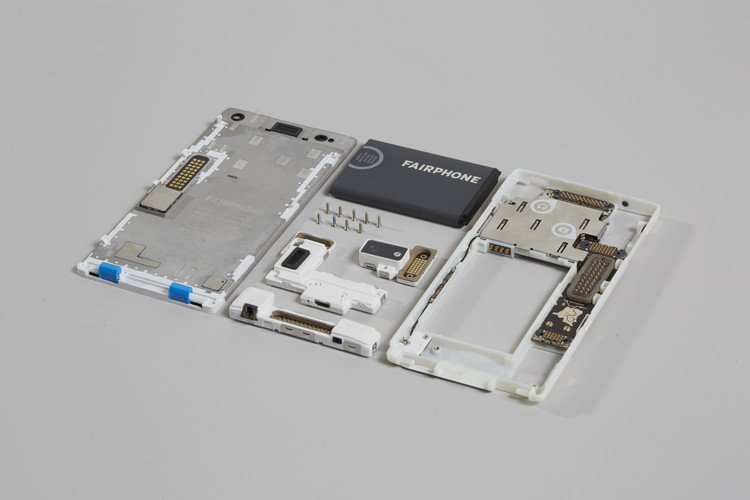 Fairphone, 2013-heden, door Bas van Abel