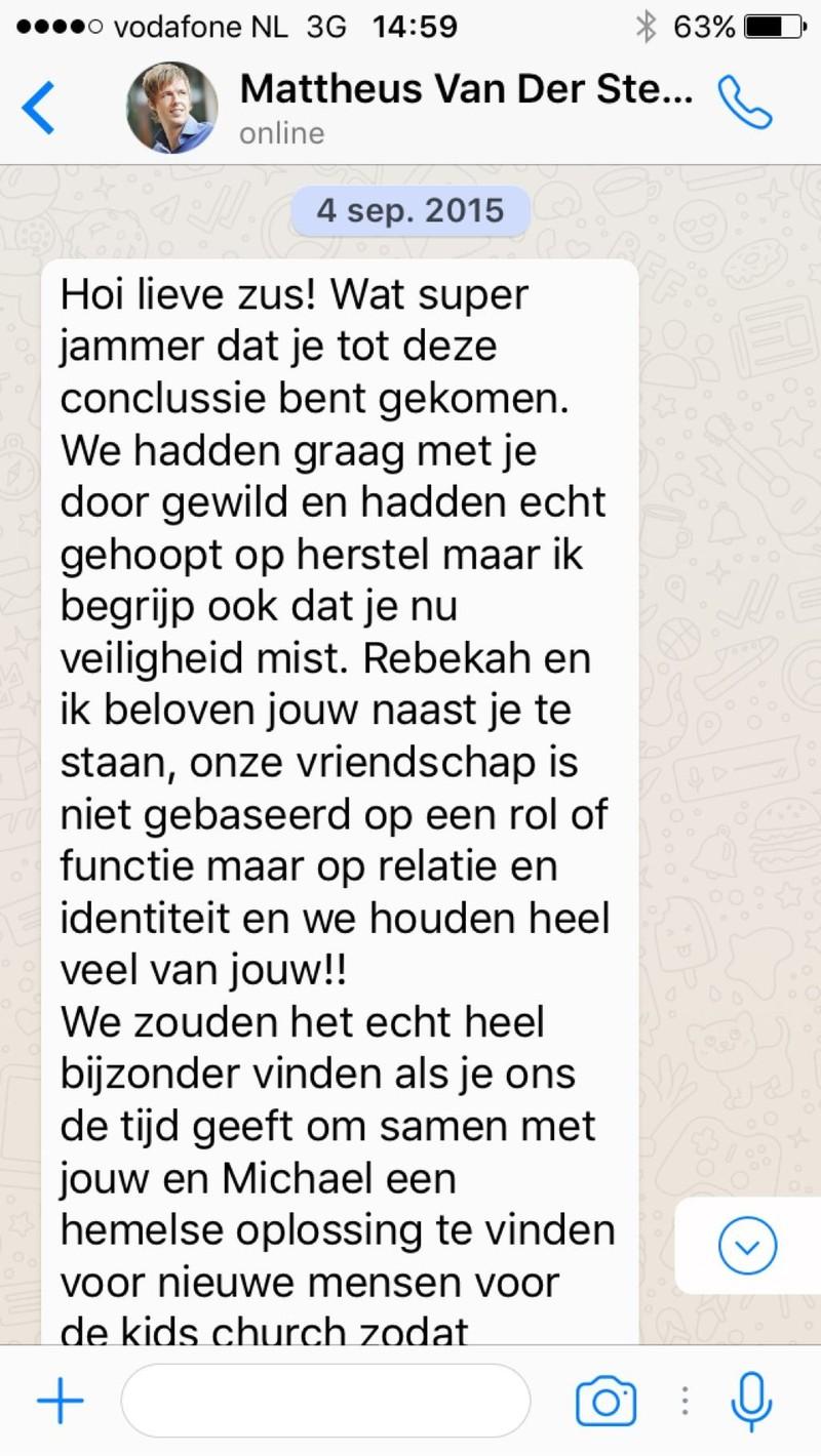 In dit whatsappbericht is te zien hoe Van der Steen reageert op de aankondiging van Lisa's vertrek