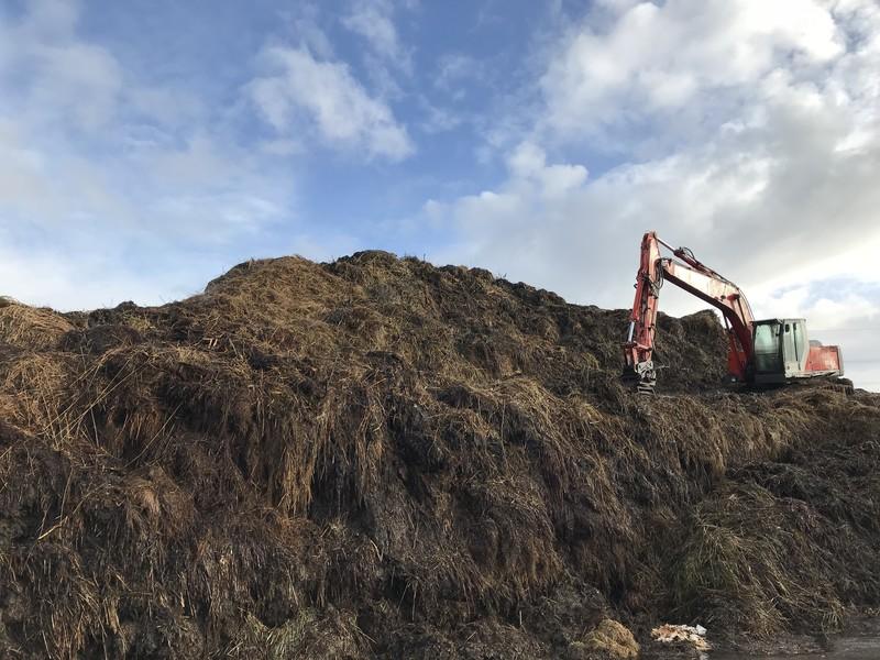 Compostering op de boerderij van Henk den Hartog.
