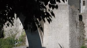 Het jaarlijkse kampioenschap brugspringen. Stills uit aflevering 1 van De Brug.