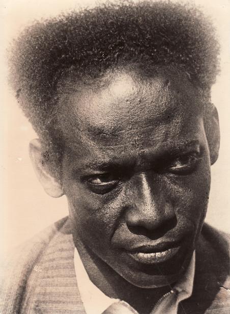 Portret op het omslag van het boek Wij slaven van Suriname. Foto: Piet Zwart /Familiearchief