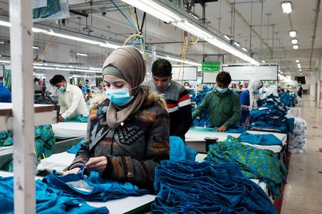 Jerash Garments & Fashion heeft op dit moment 25 Syriërs in dienst, zowel uit het vluchtelingenkamp Zaatari als uit de stad. Foto: Alisa Reznick