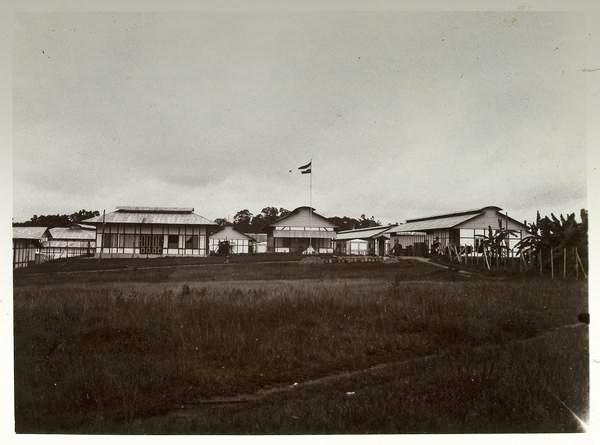 Het militaire kampement bij het interneringskamp Boven-Digoel. Foto: KITLV