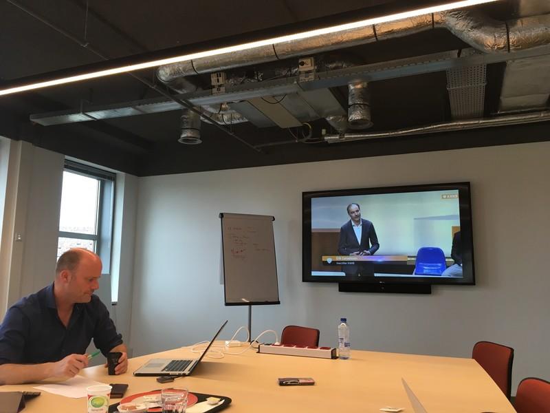 Van Geel in een werkruimte van het KNHB-bondsgebouw in Utrecht.