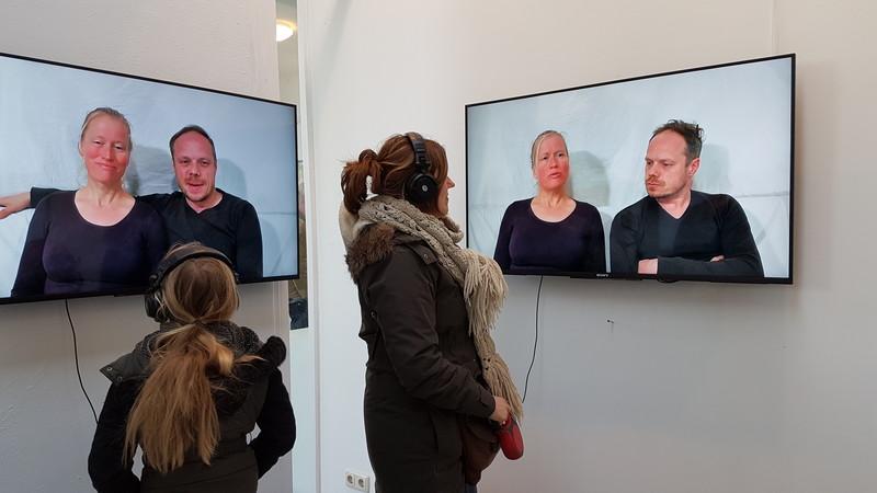 Op deze foto is een deel van de installatie te zien die Viktoria Gudnadottir voor de expositie 'The Silent Majority' heeft gemaakt