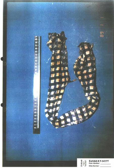 Blinddoek gevonden in het massagraf 'Lazete 2'. Foto met dank aan het Joegoslaviëtribunaal (ICTY)