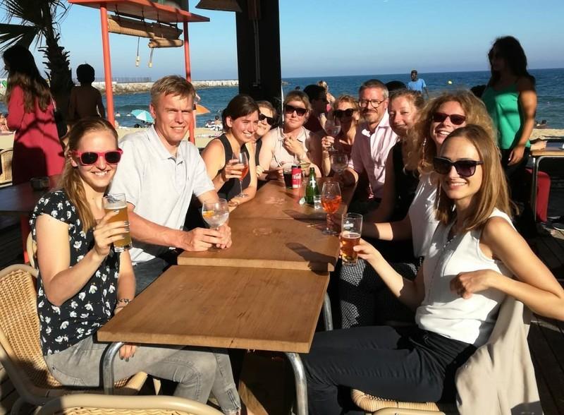 Tot slot: drank aan het strand. Met Sebastiaan Mastenbroek (links) en Sjoerd Repping (rechts).