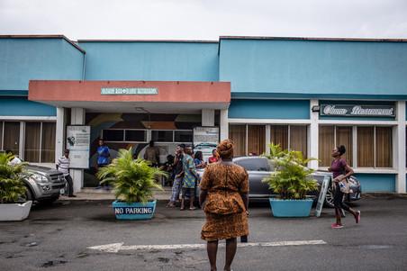 Lagos Airport Hotel. Foto: Tom Saater (voor De Correspondent)