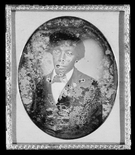 Beschadigde daguerreotypie, een oud fotografisch procédé dat een enkele afdruk produceert. Bron: Library of Congress
