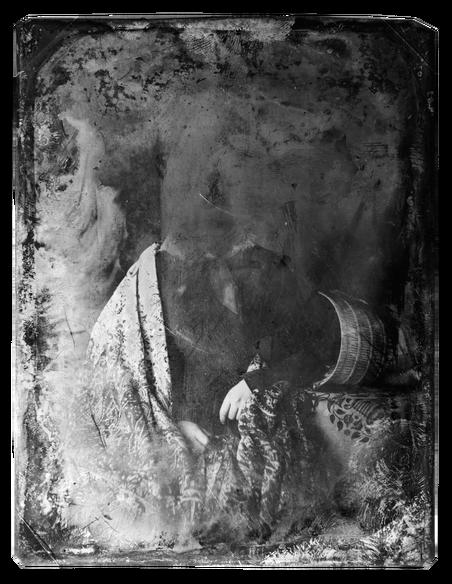 Beschadigde daguerreotypie uit de 19de eeuw, een van de allereerste foto's. Meer dan één afdruk maken per foto was bij dit procedé niet mogelijk. Bron: Library of Congress