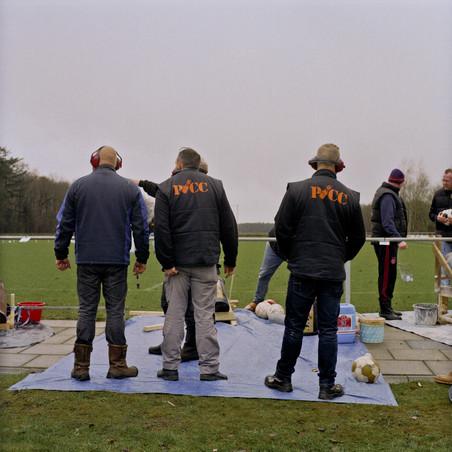 Het open NK Carbiddarten in Tiendeveen, Drenthe. Foto's: Michael Rhebergen (voor De Correspondent)