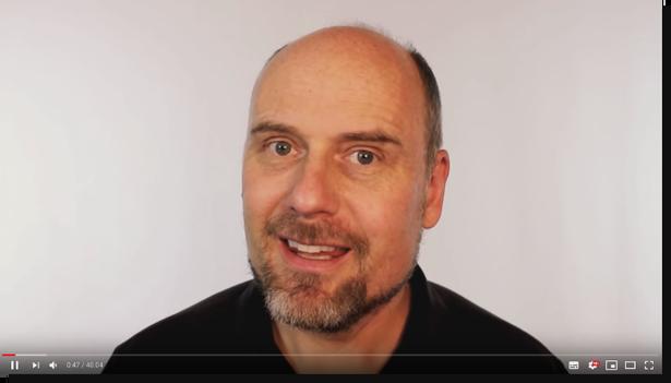 Molyneux in een van zijn video's.