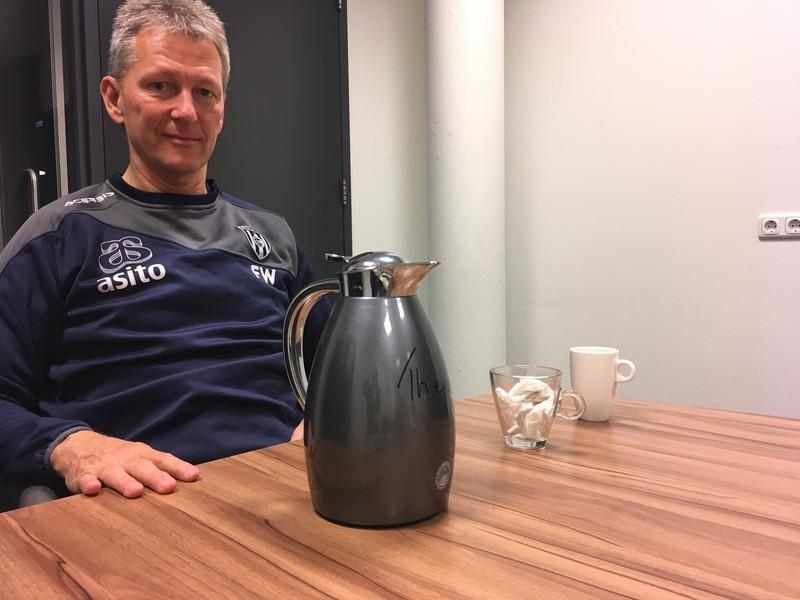 Frank Wormuth en zijn koffie-en-thee-opstelling