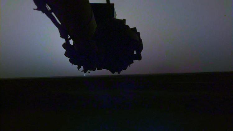 Een van de zonsondergangen van de InSight Mars Lander, eind april. Beeld: NASA / JPL-Caltech