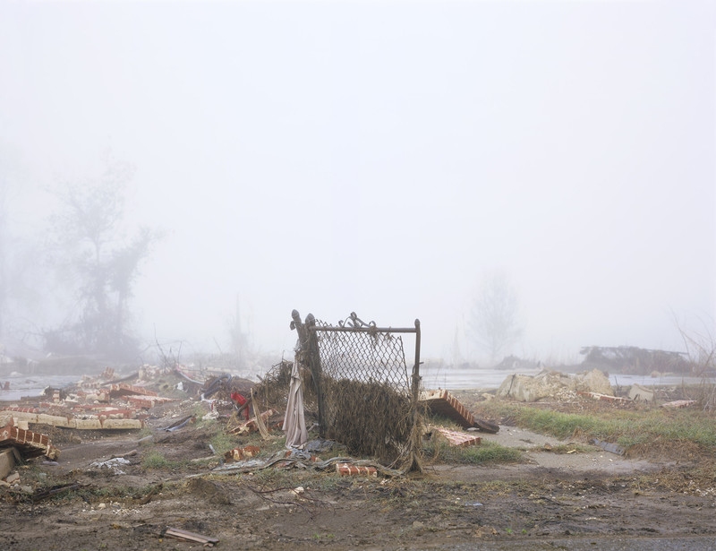 Klimaatwetenschappers verwachten dat de hogere zeespiegel en stijgende temperaturen stormen zoals Katrina destructiever maken. Alle foto's in dit stuk komen uit de serie 'In Katrina's Wake: Portraits of Loss from an Unnatural Disaster' door Chris Jordan.